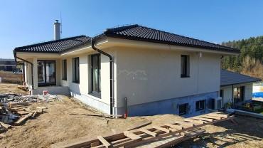 Dom na pivniciach v Budatíne